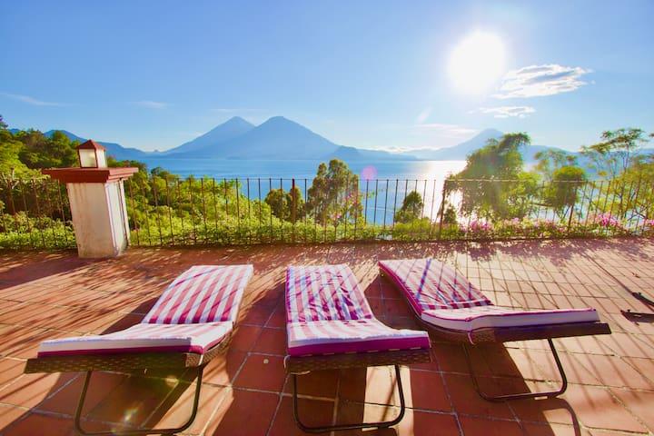 Villa overlooking lake Atitlán - Villa B&W