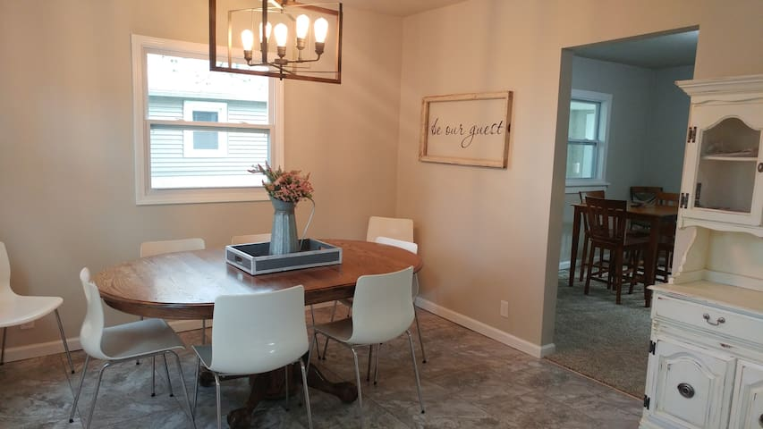 Charming Lg Home Near Downtown-Bars/Rest/Shops