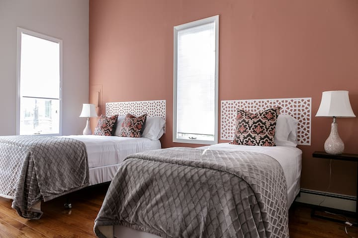 Huge master bedroom with queen size bed, twin size bed and fluffy blankets to fit comfortably 3 guests, plus a walking closet and dresser to store clothes for your convenience.