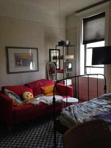 private room in Ridgewood, NY, 20 min to Manhattan