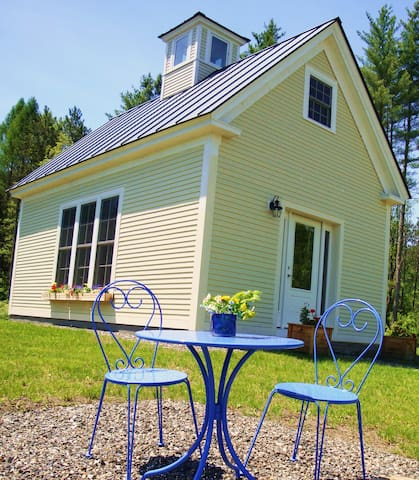 Charming Schoolhouse Retreat  - Cabot - Casa