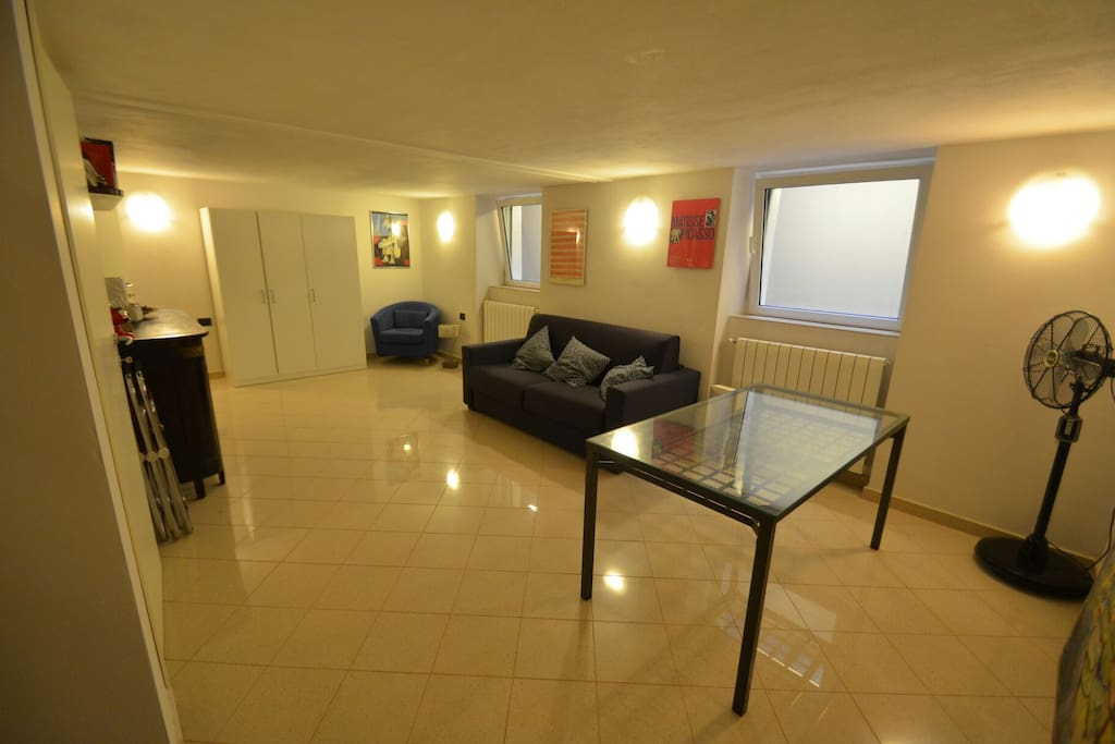 Room to rent With sofa bed for 2 people on The basement, with toilette, shower, and 2 windows.