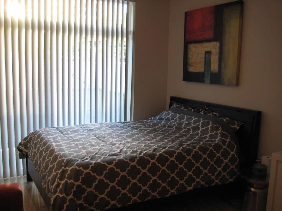 Queen Size Memory Foam Bed