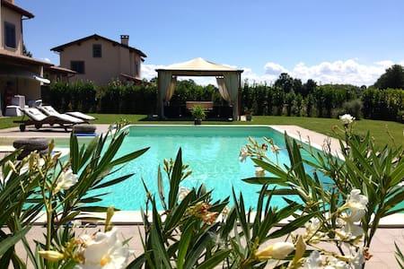 Villa sul golf a 10 km da Bolsena - Acquapendente - 別荘