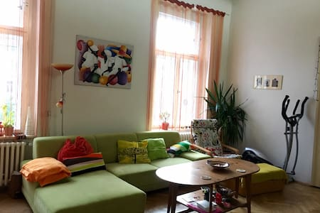 Private room with balcony in city center - Prag - Wohnung