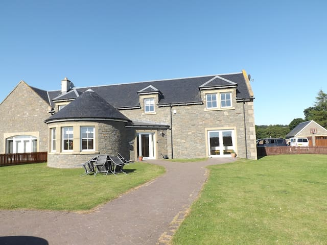 Luxuriously appointed holiday home - Stanley - House