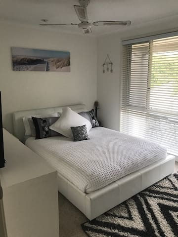 1 bedroom. - Green Point