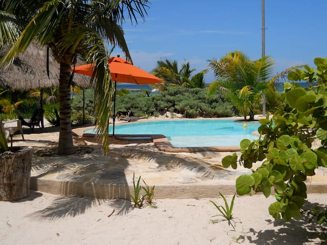 Private beachfront home with pool - Telchac Puerto - House