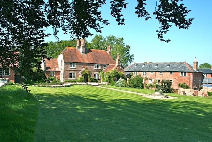 Charming 17th Century Farm House - Lymington - Hus