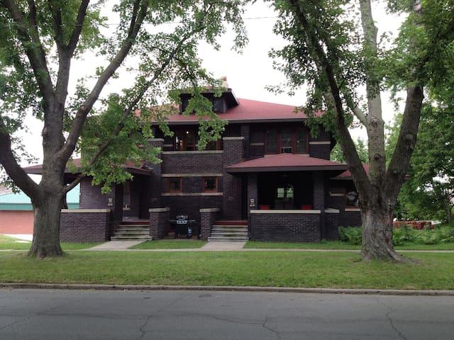 JB McHose House East Unit near ISU! - Boone - House