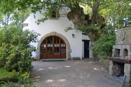 Petite maison bretonne Ria d'Etel - Locoal-Mendon - ที่พักพร้อมอาหารเช้า
