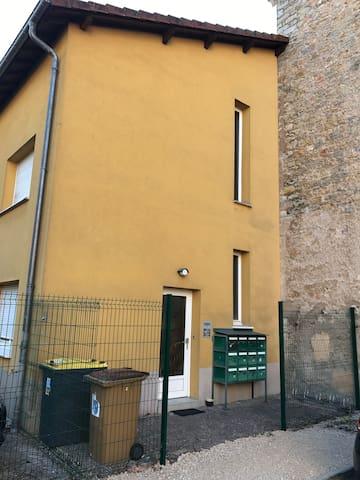 Belfort studio meuble N8 au 1er étage