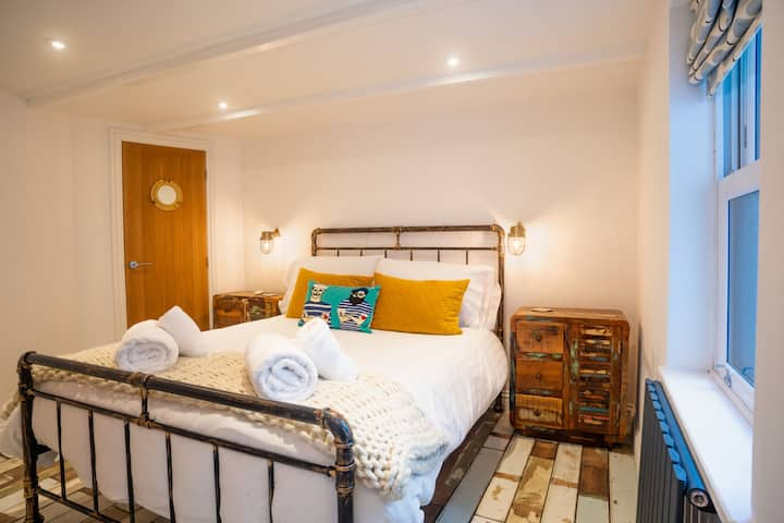 The Wedge – Central St Ives – Sleeps 2