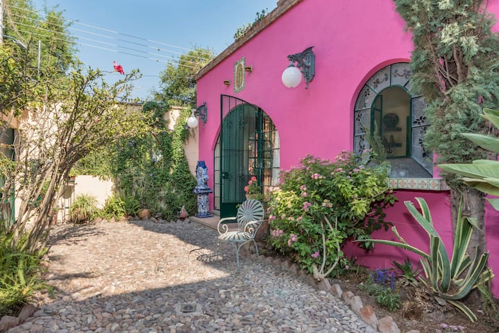 Casa de las Flores-Near Center- w/ Artist's Studio - San Miguel de Allende - Casa
