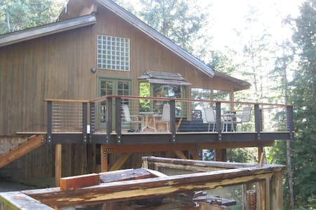 Boulder Cottage: treehouse feeling! - Halfmoon Bay