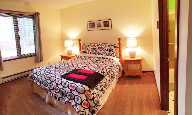 Super location. Private room! - Mammoth Lakes - Apto. en complejo residencial
