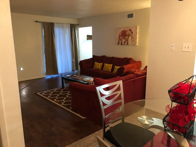 2/2 Homey first floor unit #4C