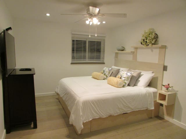 STUDIO / APARTMENT - Key West