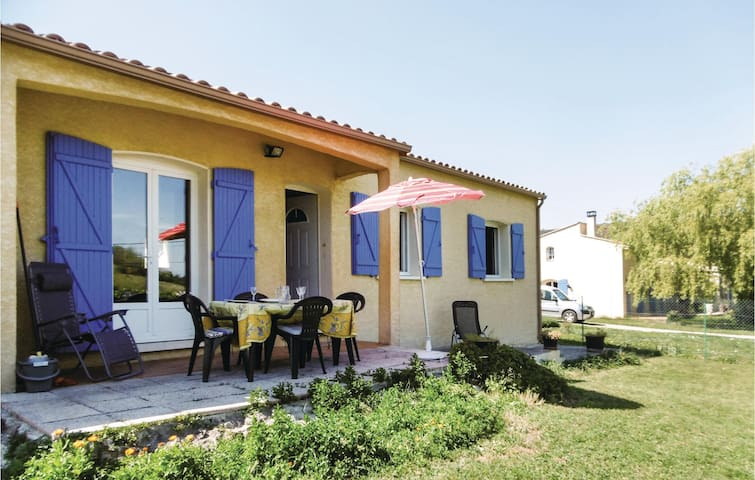 Holiday cottage with 2 bedrooms on 79 m² in Brenac