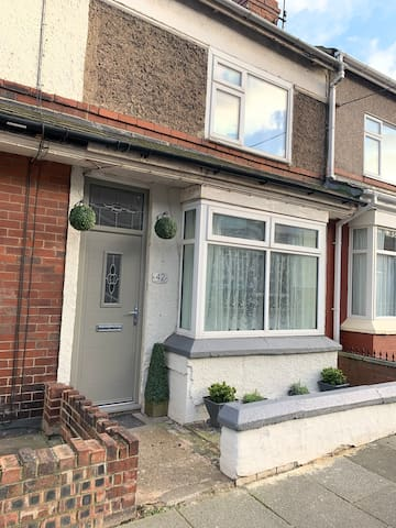 2 bed House- close to Cleveland way, dog beaches