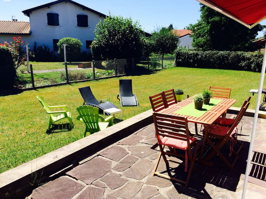 Maison grand jardin au calme houses for rent in ustaritz for Au jardin guest house