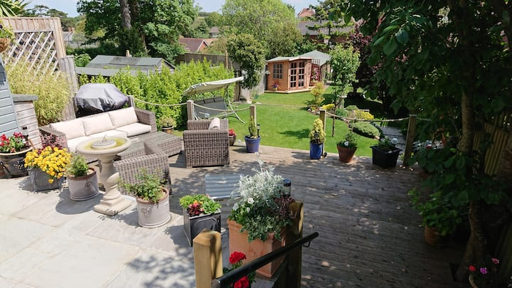 TWO LARGE COMFORTABLE DOUBLE ROOMS with breakfast
