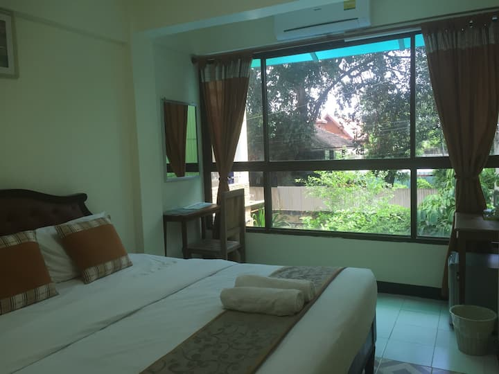 CY2 : mini room with breakfast, Thaphae Rd.