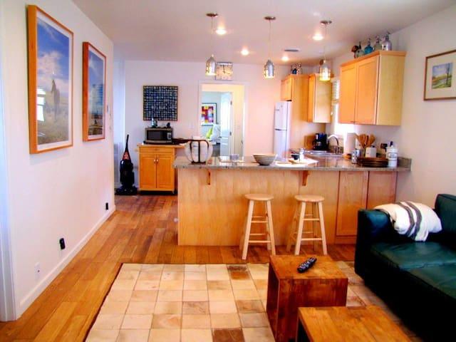 Sunshine Cottage   (pet friendly) - Cody - House