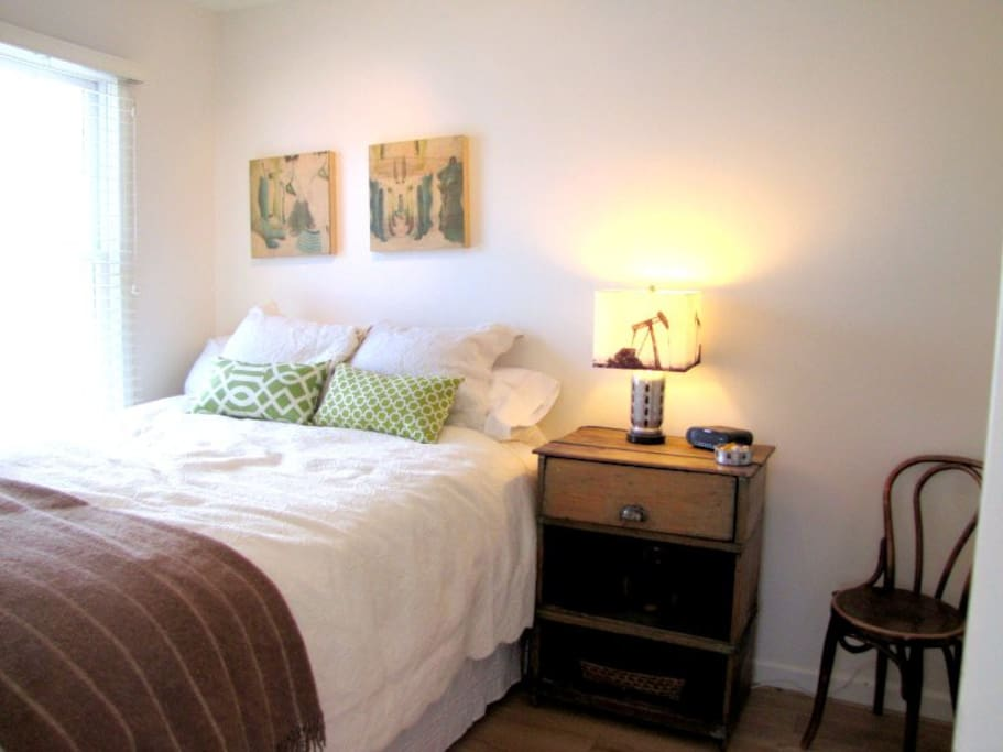 Comfy and comfortable guest bedoom