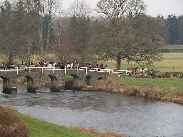 Hounds crossing the White Bridge over the River Nore