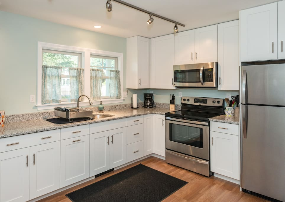 Fully equipped Kitchen, lots of storage.