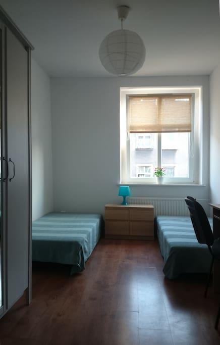 bigger bedroom - 2 beds