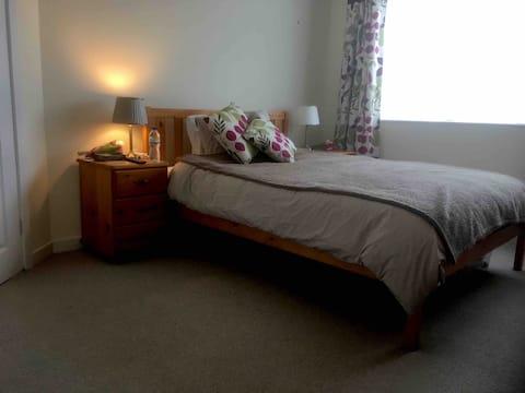 Double en-suite room in quiet residential area