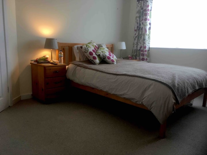 Double en-suite room in quiet residential area