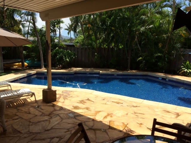 Kailua Affordable Room with Bath By the Pool - Kailua - House