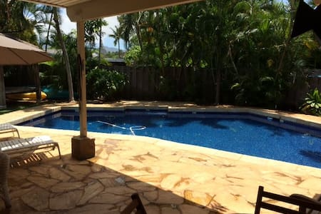 Kailua Affordable Room with Bath By the Pool - 凯鲁瓦 - 独立屋