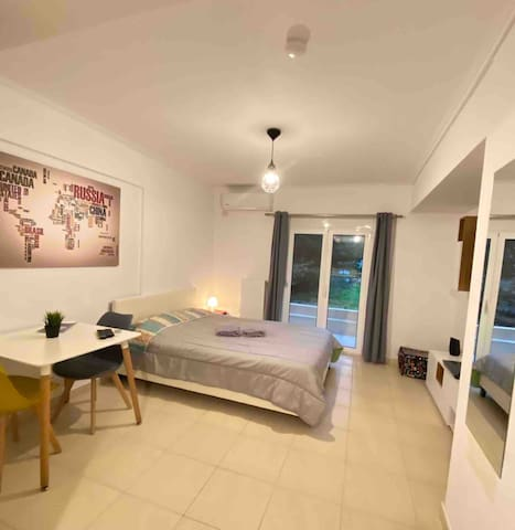 STUDIO NEXT TO TRAIN STATION-CLOSE TO AIRPORT!!