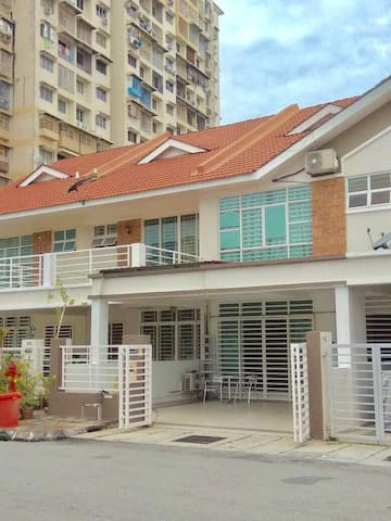 38 penang homestay @5rooms 16pax George Town area