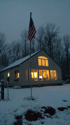 Private, 2-bedroom lake front, year-round cottage. - Colchester - Haus