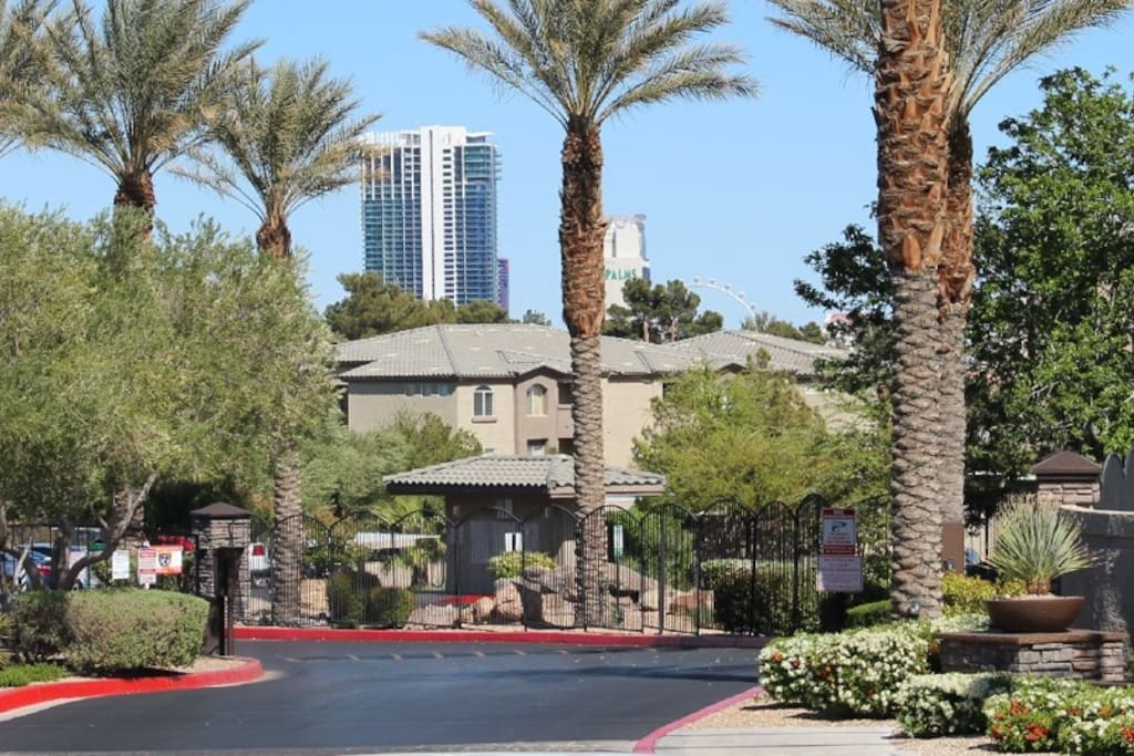 Gated Community Close to the Strip