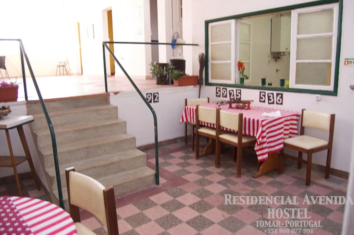 Residencial-Avenida Hostel  single - Tomar - Casa