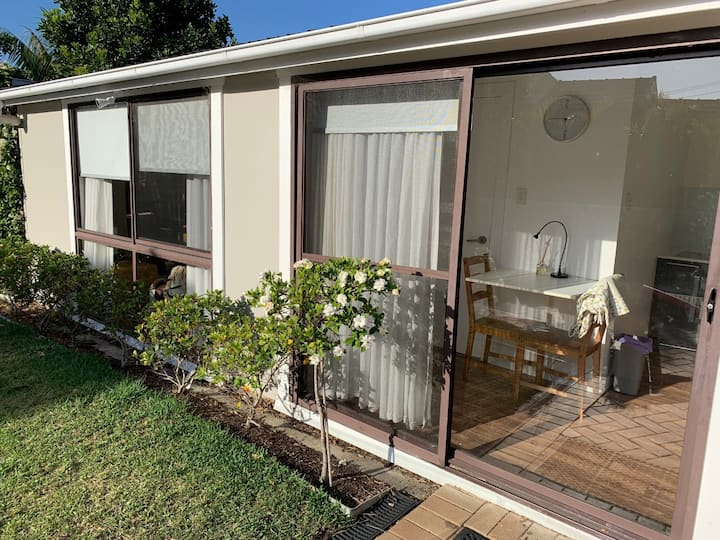 Newly appointed granny flat close to beaches