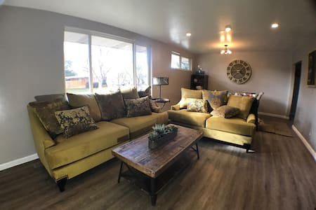 Spring time in the Rockies sleeps 5 - Holladay - House