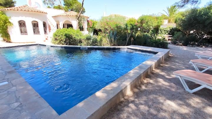 Villa Dos Calas - Belle maison de style rustique avec piscine d'eau salée