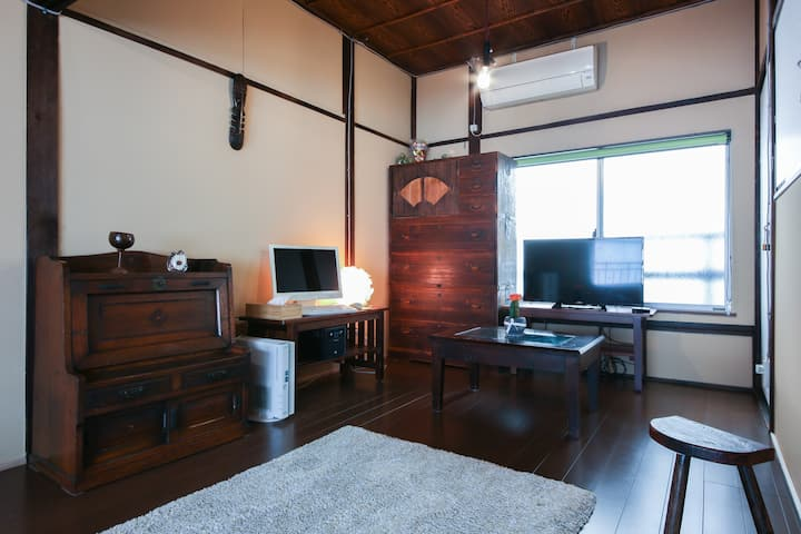 Renovated old Japanese-style home. 1min from S.T