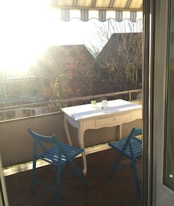 Nice apartment with balcony and large kitchen - Zürih