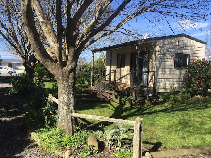 Ivy's Garden Cottage | SkyTV | Wifi | Dog Friendly