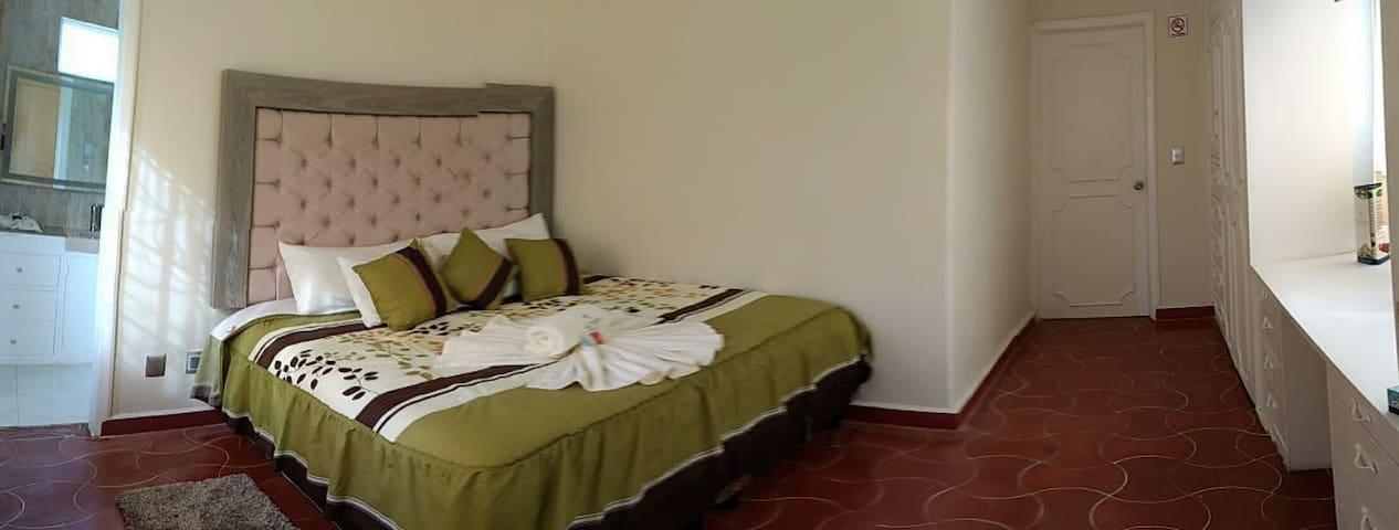 Habitación espaciosa con baño - Ixtapan de la Sal - Apartment