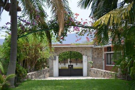 Casa de campo alberca y jardinsote - Ticumán