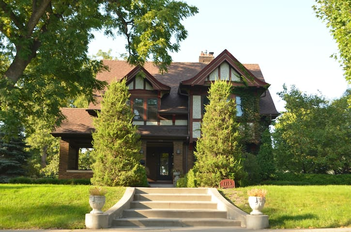 Beautiful mansion on historic Summit Avenue